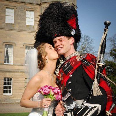 Wedding entertainment bagpiper Edinburgh